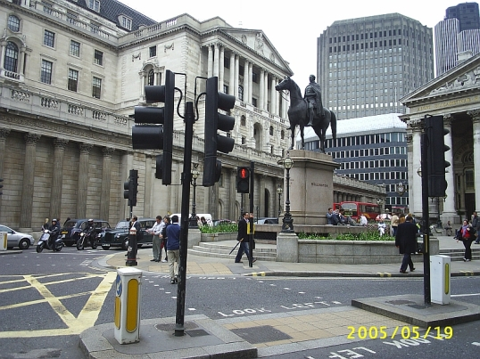 The Bank of England, the famed old lady of Threadneedle Street. n 1966 the streets in the vicinity used to be a sea of bowler hats, but in 2005 there wasn't one to be seen.