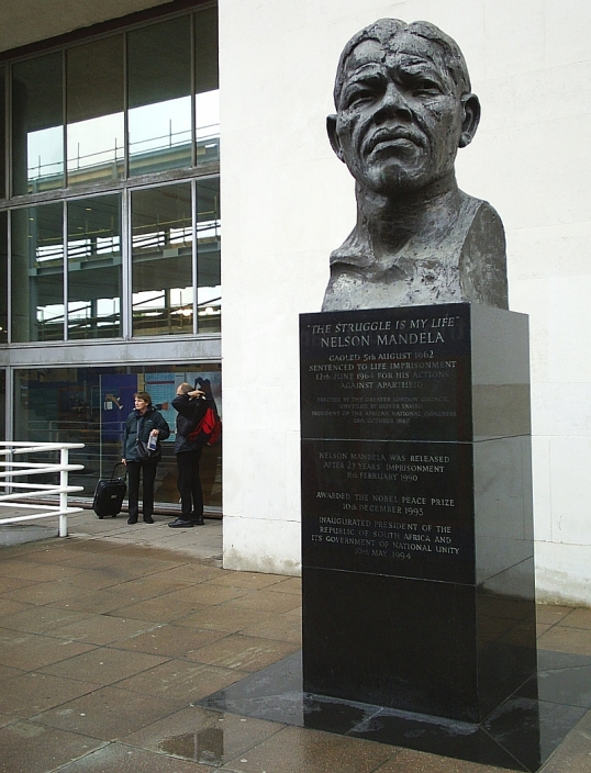 Bust of Nelson Mamndela near Waterloo station