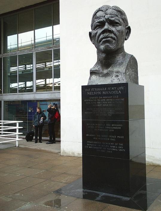 Bust of Nelson Mamndela near Waterloo station